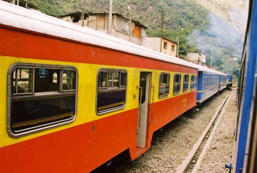 43-PeruRail-train-Aguas-Calientes-station